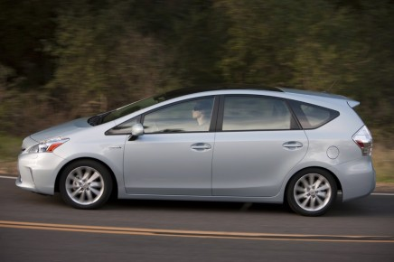 2012-Toyota-Prius-Side-View-3-1024x682