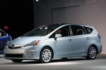 2012-Toyota-Prius-V-At-2011-Detroit-Auto-Show-1-1024x680
