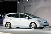 2012-Toyota-Prius-V-At-2011-Detroit-Auto-Show-3-1024x680