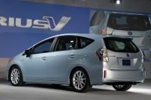 2012-Toyota-Prius-V-At-2011-Detroit-Auto-Show-4-1024x680