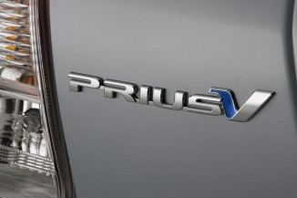 2012-Toyota-Prius-V-Hybrid-Logo-2-1024x682