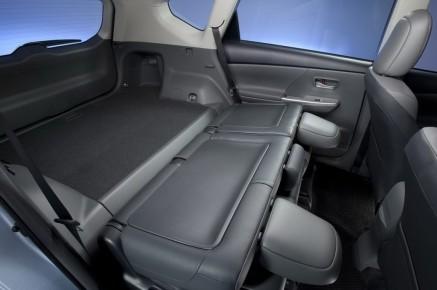 2012-Toyota-Prius-V-Interior-8-1024x680