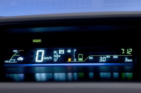 2012-Toyota-Prius-V-Panel-And-Display-2-1024x680