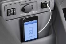 2012-Toyota-Prius-V-USB-Port-1024x680
